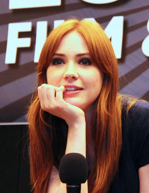 Karen-Gillan-London-Film-Comic-Con-July-9th-2011-matt-smith-and-karen-gillan-23711108-500-650